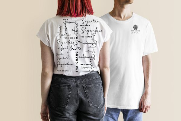 man woman white t shirt jeans1 scaled